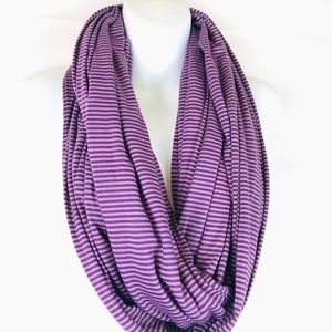 NWOT! Hourglass Lilly Scarf